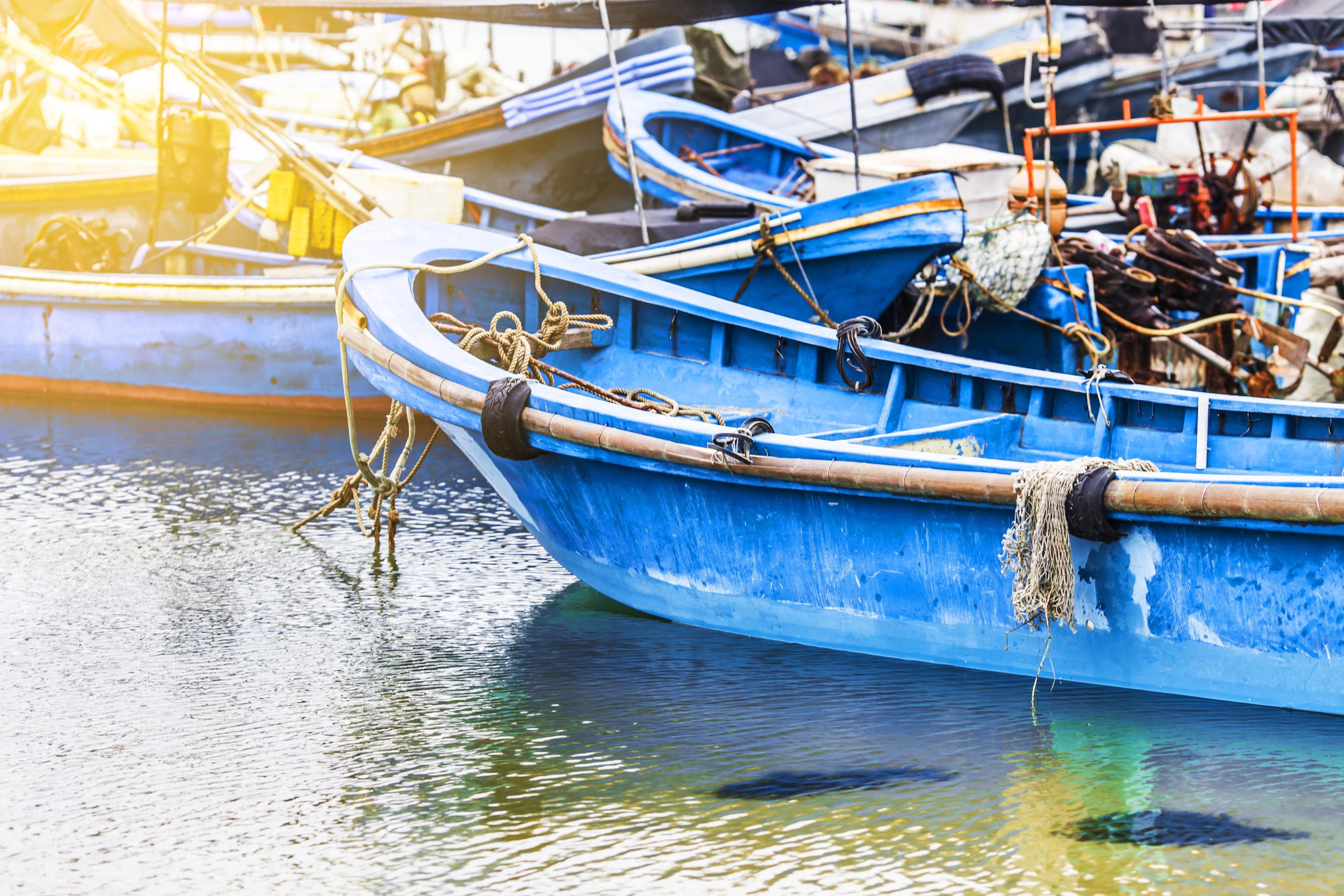 Barcos de pesca en puerto